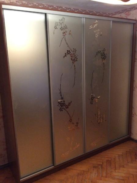 Шкаф-купе 4-х створчатый матовые зеркала пескоструй Сакура