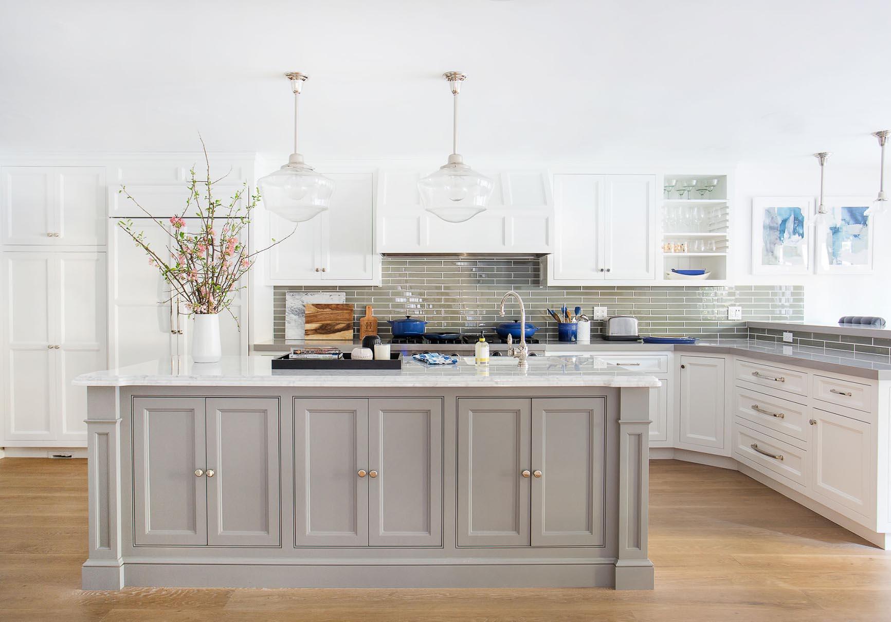 Кухня серо-белая угловая 3200х1600 мм