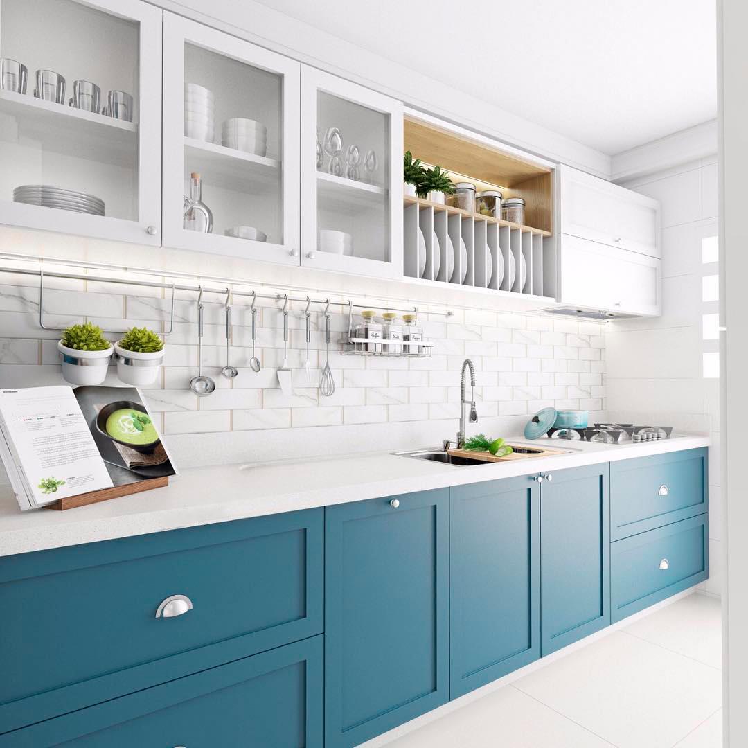 Кухня бело-синяя прямая