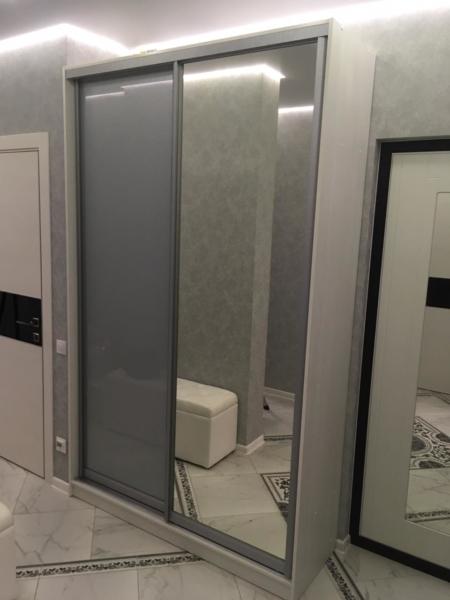 Шкаф-купе 2-х створчатый Бодега Белый серая пленка с зеркалом