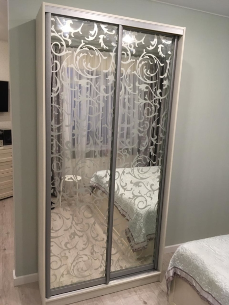 Шкаф-купе 2-х створчатый зеркало с рисунком