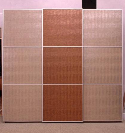 Шкаф-купе 3-х створчатый Бежевая и Коричневая кожа с делителями