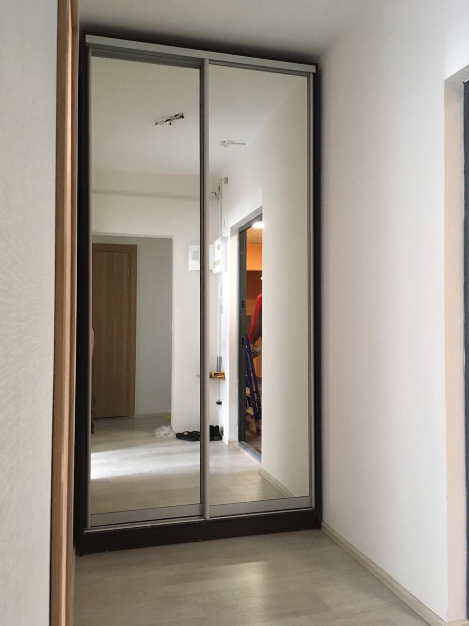 Шкаф-купе 2-х створчатый Черный зеркальный