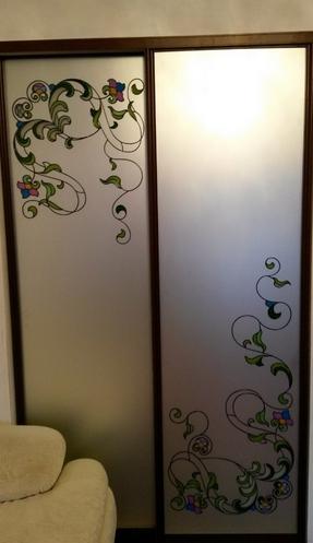 Шкаф-купе 2-х створчатый с матовыми зеркалами и витражом