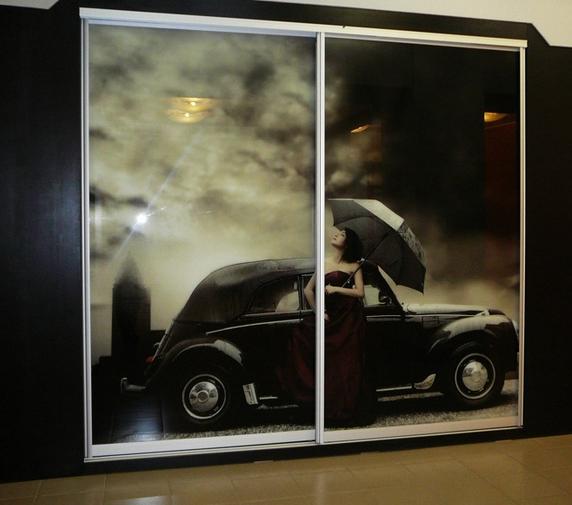 Встраиваемый шкаф-купе 2-х створчатый с рисунком Девушка и автомобиль