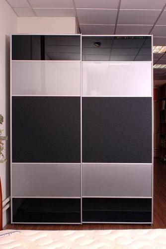 Шкаф-купе 2-х створчатый с черными и белыми комбинированными дверьми