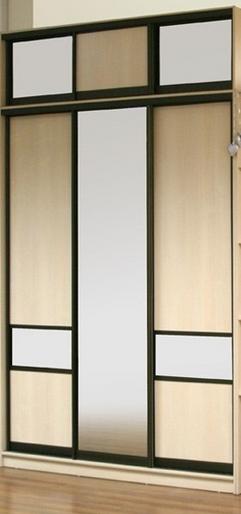 Шкаф-купе 3-х створчатый Бежевый черный профиль с зеркалом