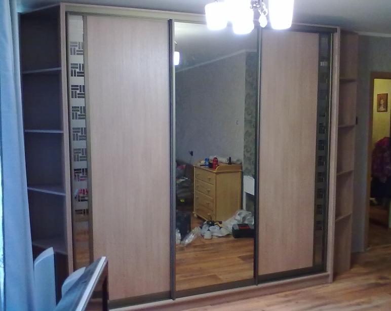 Шкаф-купе 3-х створчатый Дуб Сонома светлый с зеркалом