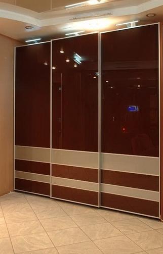 Шкаф-купе 3-х створчатый Коричневый глянец с делителями