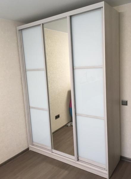 Шкаф-купе 3-х створчатый Супер Белый с зеркалом