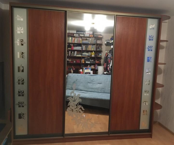 Шкаф-купе 3-х створчатый Яблоня Локарно с рисунком Лилия