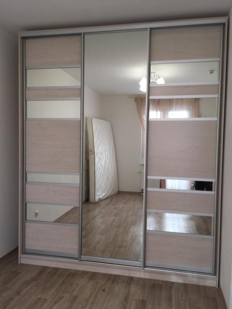 Шкаф-купе 3-х створчатый Ясень Наварра с зеркальными вставками