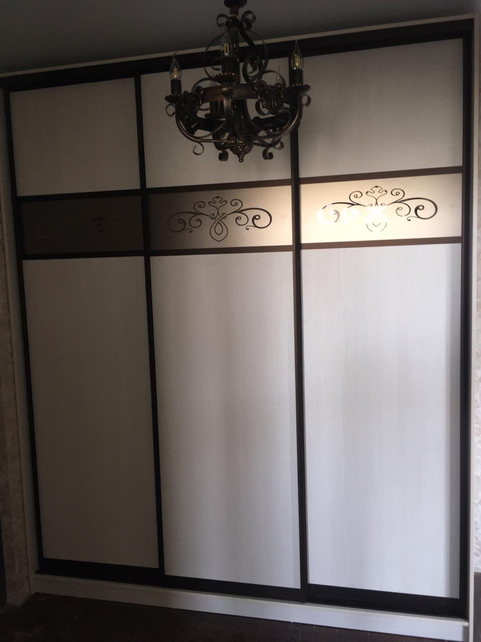 Шкаф-купе 3-х створчатый Молочный