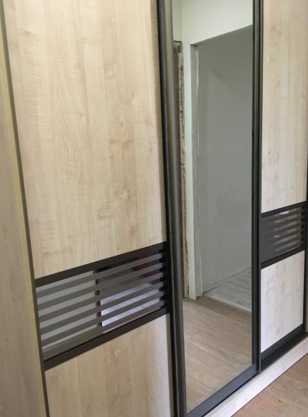 Шкаф-купе 3-х створчатый Карамель со вставками и зеркалом