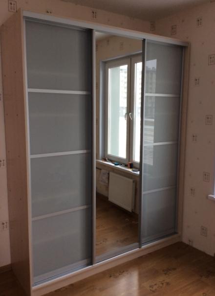 Шкаф-купе 3-х створчатый Млечный Дуб стеклянные двери и зеркало