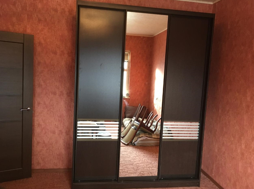 Шкаф-купе 3-х створчатый Венге Цаво со вставками и зеркалом