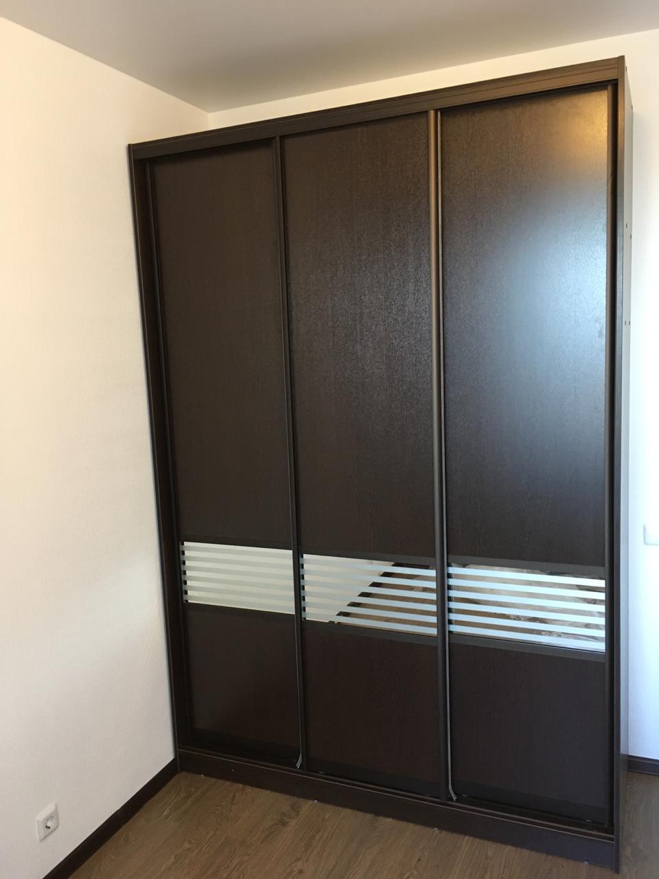 Шкаф-купе 3-х створчатый ЛДСП Венге Цаво со вставками