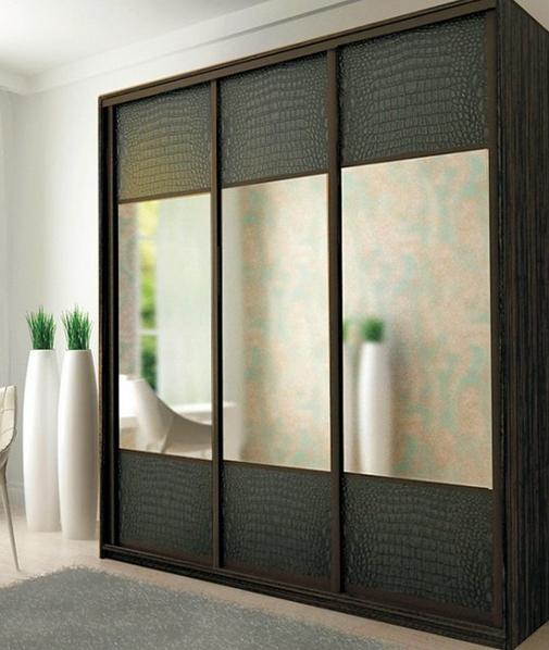 Шкаф-купе 3-х створчатый Черная кожа с зеркалами