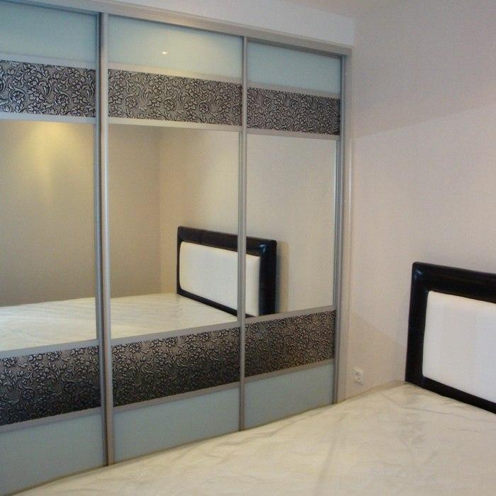 Шкаф-купе 3-х створчатый комбинированный Лакобель с зеркалом