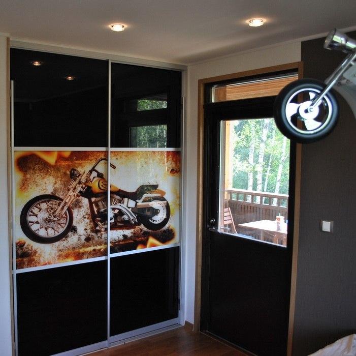 Встраиваемый шкаф-купе 2-х створчатый Черный фотопечать Мотоцикл