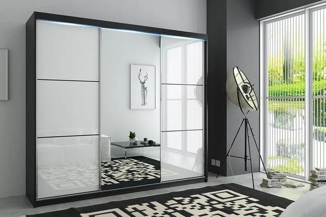 Шкаф-купе  3-х створчатый Черный с зеркалом Белая пленка