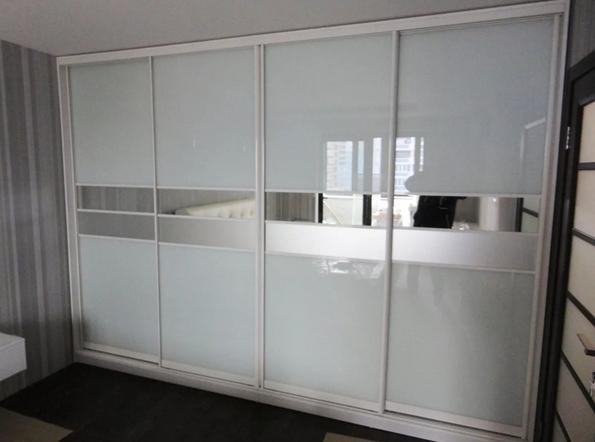 Шкаф-купе 4-х створчатый белый со вставками