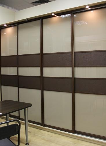 Шкаф-купе 4-х створчатый Бежевое стекло со вставками