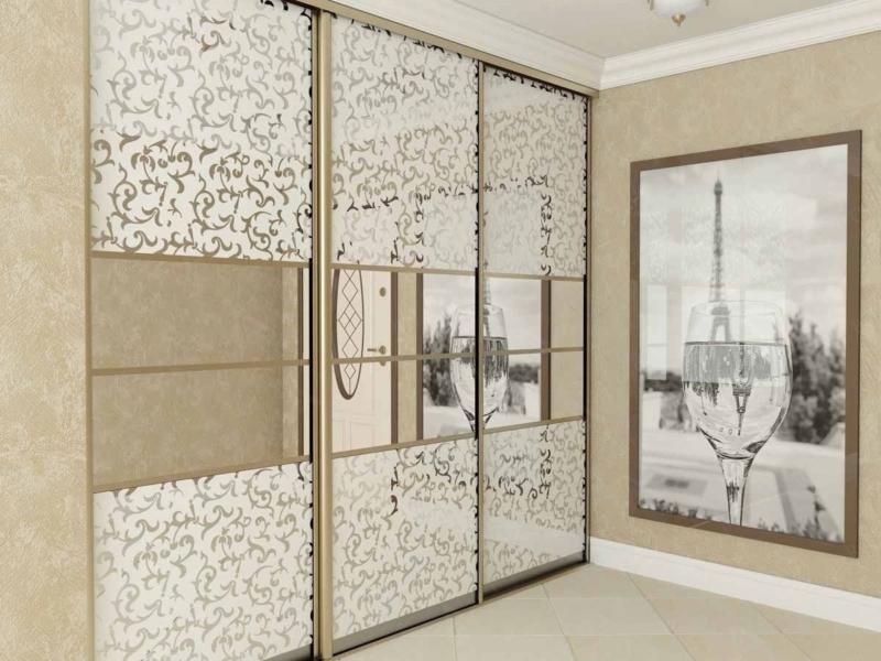 Двери-купе 3 створки зеркала с белыми кружевами