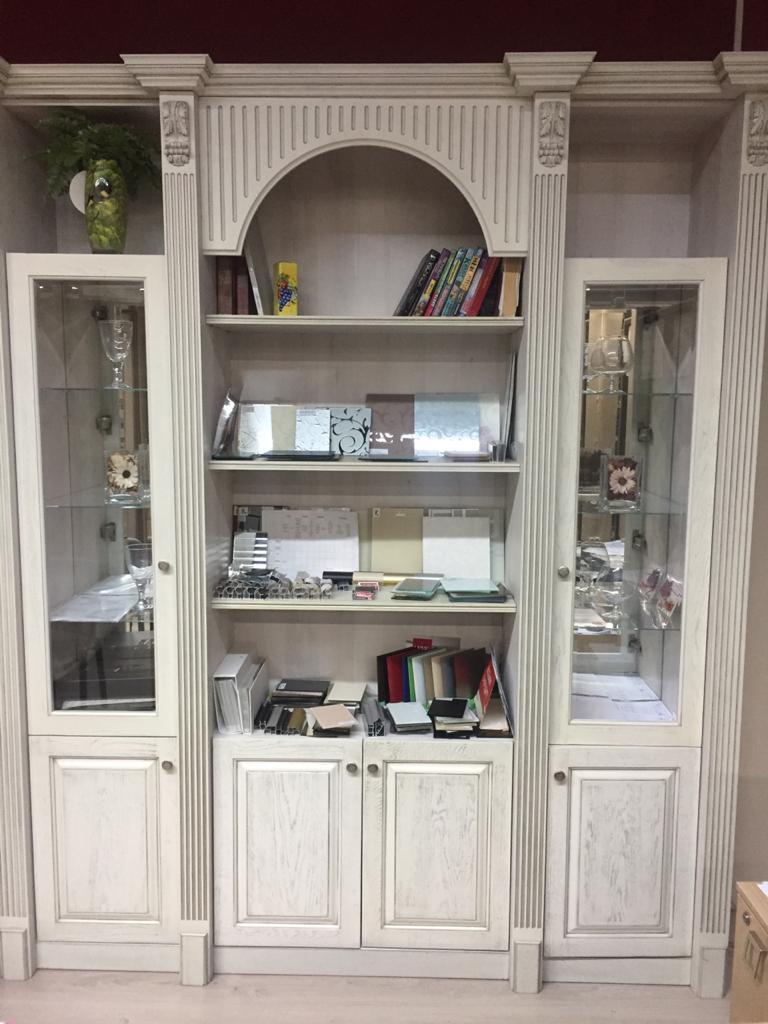 Книжный шкаф массив