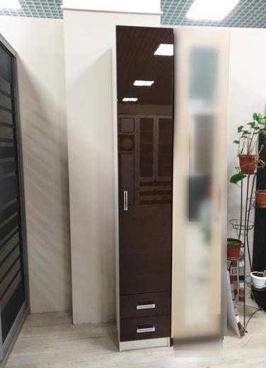 Шкаф-пенал с распашной дверью и двумя ящиками