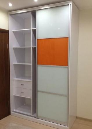 Шкаф-купе 2-х створчатый белый с оранжевыми вставками