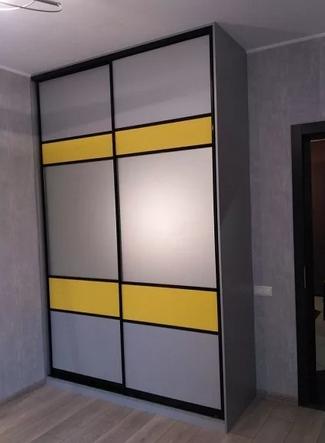 Шкаф-купе 2-х створчатый серый с желтыми вставками