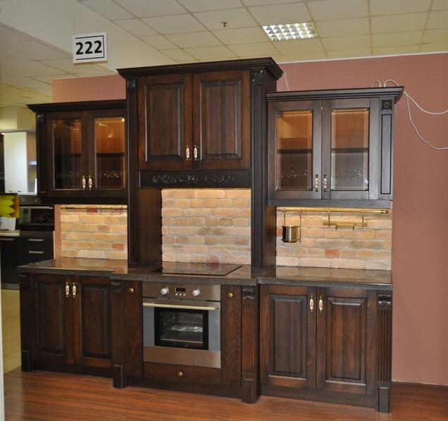 кухня массив коричневая