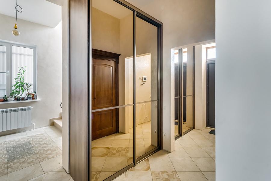 Узкий шкаф-купе в прихожую 2 двери Дуб Аризона Серый с зеркалами