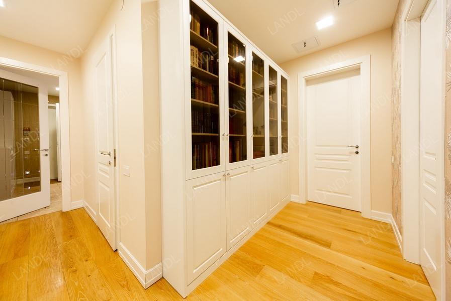 белый шкаф-библиотека