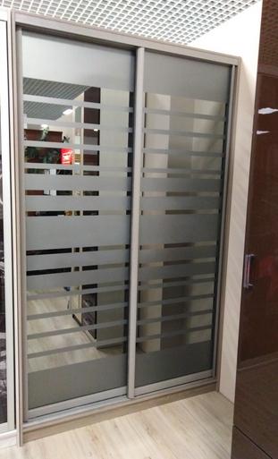 Шкаф-купе 2-х створчатый Зеркальный с пескоструйными полосками