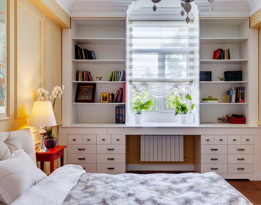 Интерьер комнаты с окном