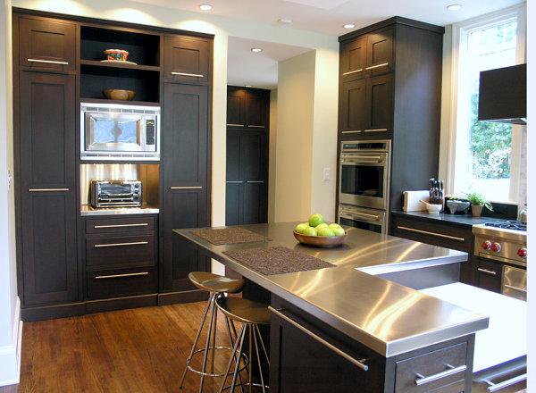 Кухня со стальной столешницей