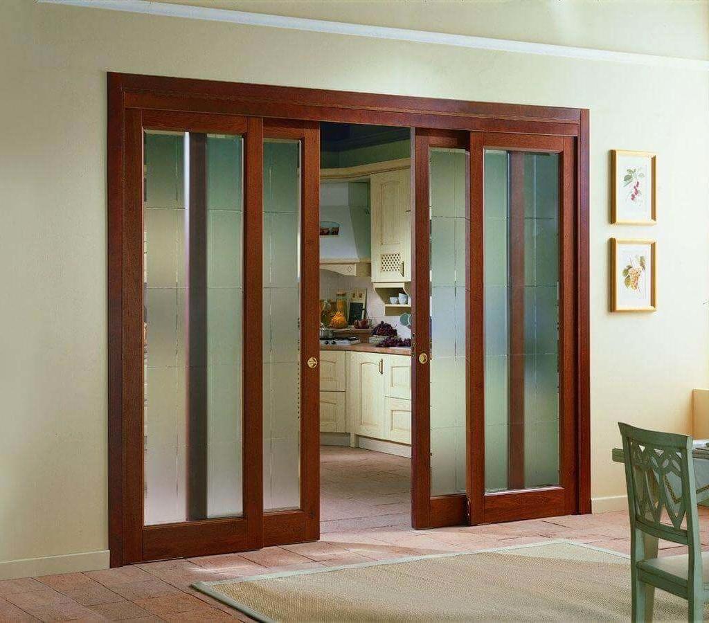 Раздвижные двери со стеклянными вставками