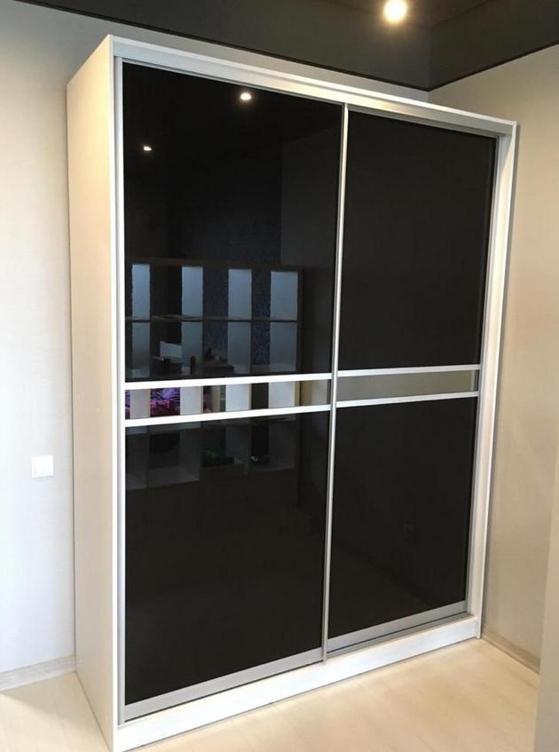 Шкаф-купе 2 двери Черное стекло Белый корпус