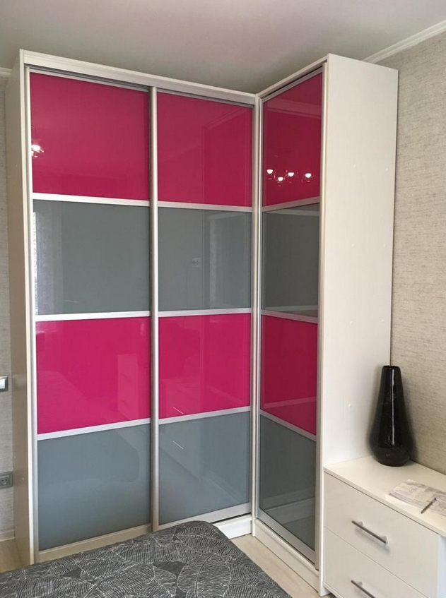 Угловой шкаф-купе 3 двери Розовый Серый