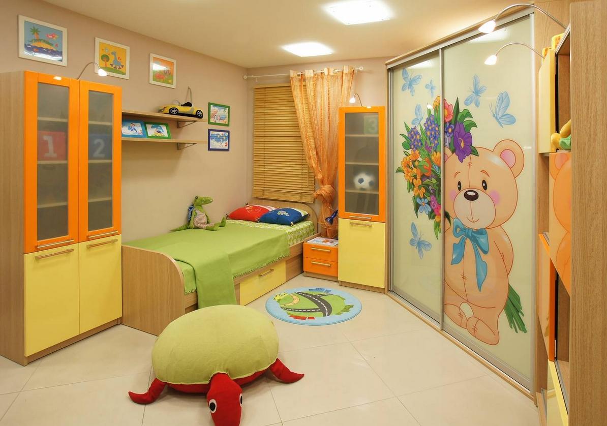 Угловой шкаф-купе в детскую 2 двери Дуб Баррик светлый фотопечать Мишка