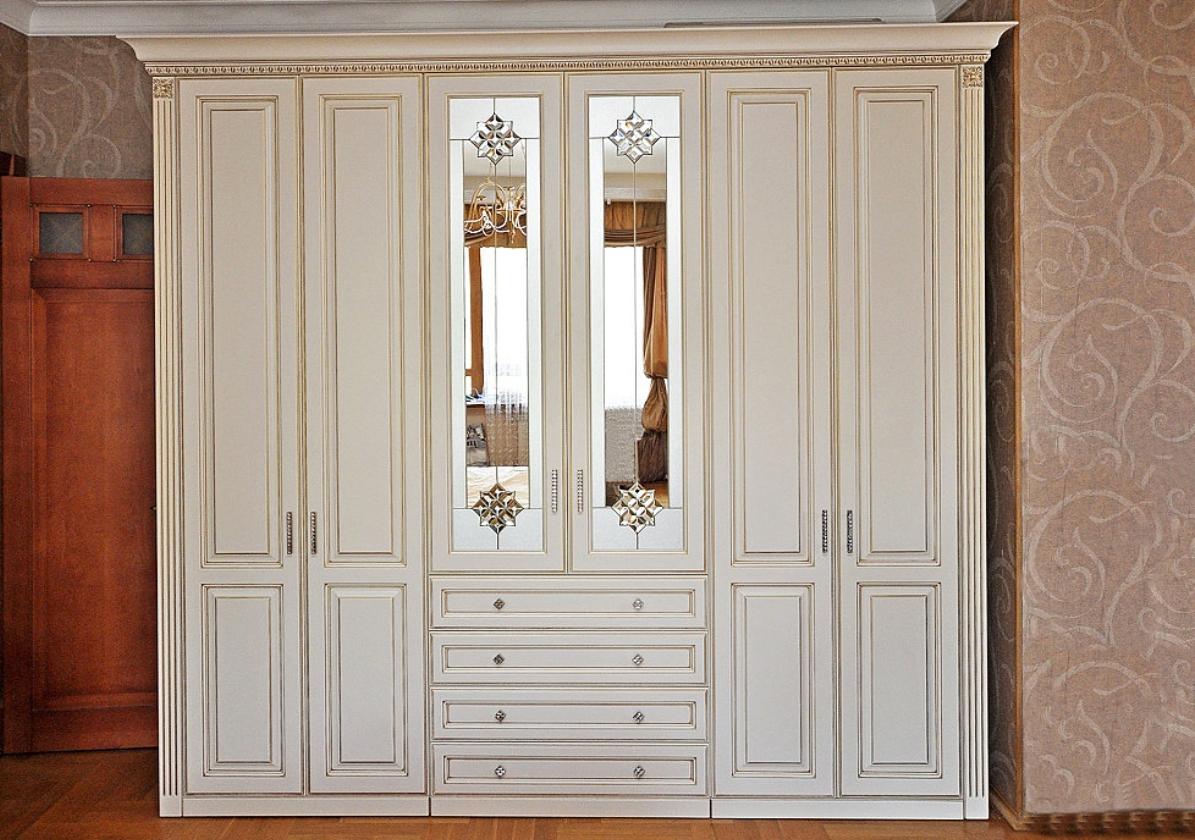 Распашной шкаф из массива 6 дверей Белый с патиной золото и зеркалами