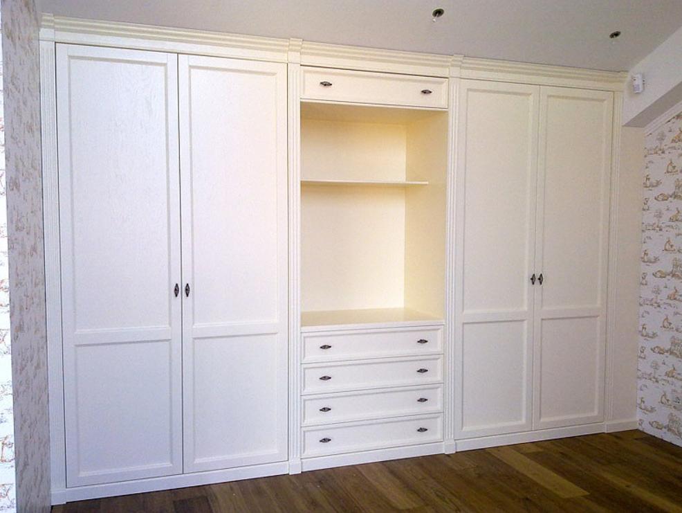 Встроенный распашной шкаф Белый 4 двери с нишей